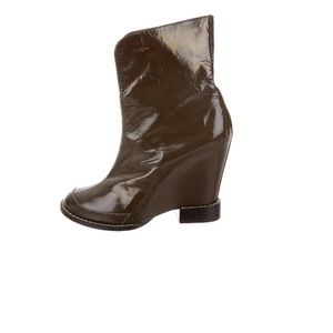CHLOÉ patent leather booties